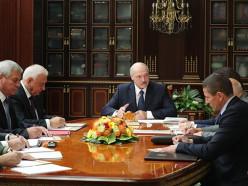 «Людям надо посмотреть и на себя прежде, чем кого-то осуждать». Лукашенко провёл совещание по кадровым вопросам