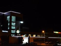 Житель Слуцка жалуется на дрифтеров на стоянке ТЦ «Маяк»