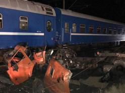 До 20 человек пострадали при столкновении поезда Минск-Адлер с грузовиком