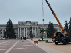 В Молодечно начали устанавливать новогоднюю ёлку, в Слуцке планируется 9 декабря