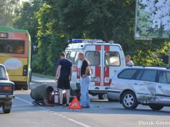 В Слуцкев районе вокзала легковушка не уступила мотоциклисту
