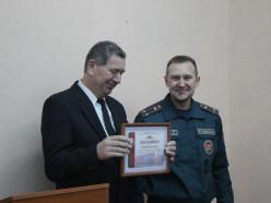 Не остался в стороне. Слуцкий РОЧС наградил Валерия Петровича, который вытащил мужчину из горящего дома