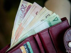 15 минут — деньги списаны. Как с зарплатных карт и вкладов взыскивают долги через новую систему