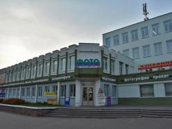 В здании Дома быта открывается большой магазин с недорогой одеждой