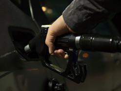 Впервые за 8 лет в стране подешевел бензин
