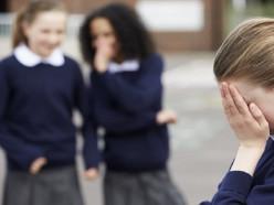 В Лиде из-за ревности к мальчикам подрались школьницы, одна из них попала в больницу