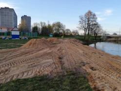 Слуцкий городской пляж делают песчаным - ЖКХ