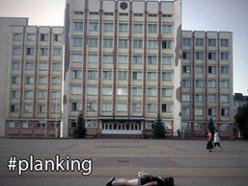 Планкинг в Слуцке. Ничком на площади