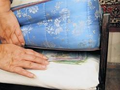 В Клецком и Копыльском районах у пенсионерок похищены деньги, которые хранились... на кроватях
