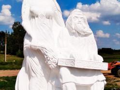 При въезде в деревню Покрашево установили скульптуру «Молодость и песня»