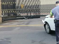 Мужчина, протаранивший забор посольства РФ, оказался жителем Слуцка. Комментарий прокуратуры