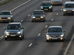 С 25 августа водители обязаны будут ездить с ближним светом фар