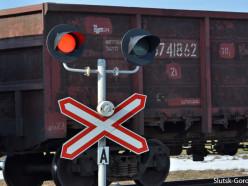 В Рогачеве товарный поезд сбил 16-летнюю девушку в наушниках