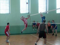 Ко Всемирному дню отказа от курения сотрудники Слуцкого РОВД, РОСК и ГКСЭ провели турнир по волейболу