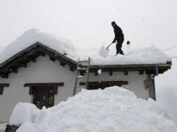 В воскресенье в стране сильные снегопады и оранжевый уровень опасности