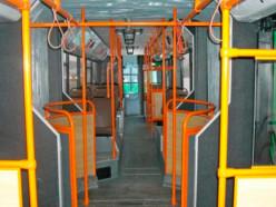 Неприятный запах в городском автобусе. Интересно, что он ел?