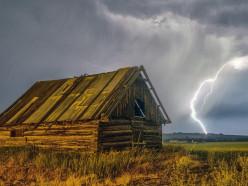 Под Слуцком в результате удара молнии сгорел сарай