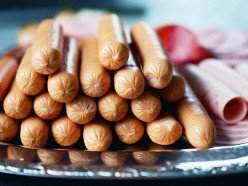 Сосиски и картофель стали социально значимыми товарами в Беларуси