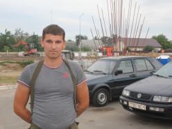 В деревне Селище мужчина помог соседу выбраться из горящего дома