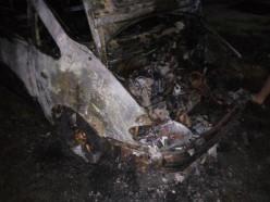 Под Слуцком этой ночью сгорел «Фольксваген Шаран». Фото