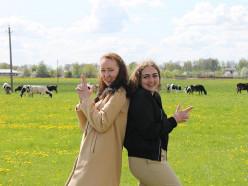 Как девушки из Минска работают по распределению в Козловичах