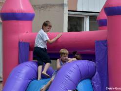 Случчане самостоятельно организовали детскую игровую площадку. Фотофакт