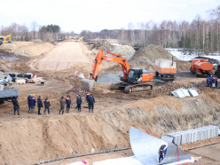 Чтобы построить дорогу к «Славкалию», строители произвели отвод канала