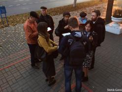 Активисты протестуют против сноса старого здания в центре Слуцка (обновлено)