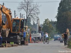 На улице Советской в Слуцке начали строить тротуар. Фото