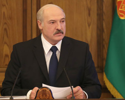 Лукашенко потребовал к концу года превзойти зарплату в 1000 рублей: 80% её в глаза не видели
