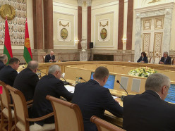 Лукашенко о заражении медиков: Зашла, заразилась, понесла заразу в общество