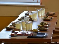 Правительство подняло цены на питание в школах и детских садах