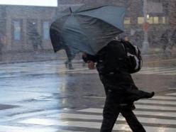 «Буря десятилетия»? В понедельник ожидаются сильный шторм и обильные дожди