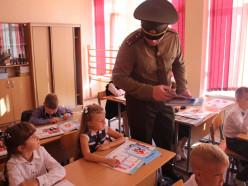Линейку в 11-й школе посетил начальник сектора собственной безопасности областного управления МЧС