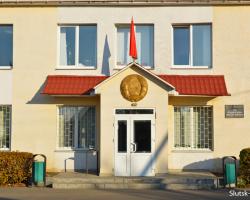 В Слуцке пройдёт суд над начальником лаборатории сыркомбината: за взятки допускала в производство некачественное молоко