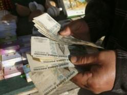 Белорусы избавляются от валюты: в марте сдано 243,8 млн долларов чистыми