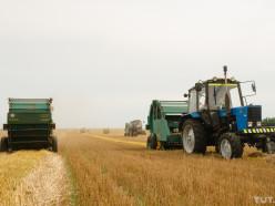 Беларусь в качестве благодарности за гуманитарную помощь отправила двум странам тракторы