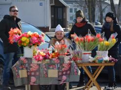 Город тюльпанов или Как шла торговля цветами на 8 Марта. Фото