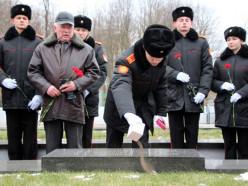 На мемориал в Слуцке доставили землю из России