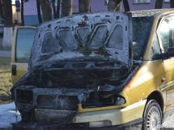 В центре Слуцка сгорела машина (фото, видео)