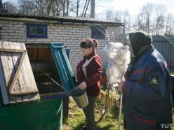 «Дочь привозит бутли из Минска». Как деревня Погост-1 на сто дворов осталась без воды
