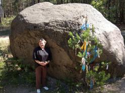 Древний «Камень-валун» в Стародорожском районе разрушают время и…люди