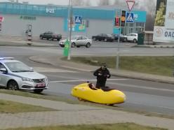 Гаишник озадачился. Из Пинска в Слуцк едет немец на странном веломобиле (обновляется)