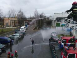 Провожая на пенсию, слуцких ветеранов-спасателей облили водой. Видео