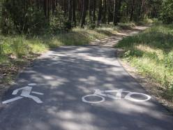 Из Старобина в Солигорск 5 лет тянут велодорожку. Местные ездят по трассе