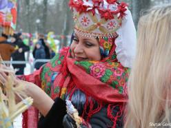 В Слуцке отпраздновали Масленицу-2017: с блинами, песнями и плясками (обновлено)