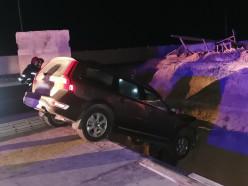 Под Слуцком Volvo влетел в яму на строящейся трассе, двух человек деблокировали спасатели. Комментарий МЧС