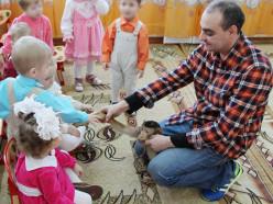 Банк ВТБ и артисты Белгосцирка посетили Слуцкий специализированный дом ребенка