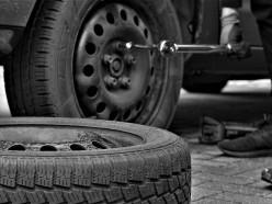 Нетрезвый случчанин повреждал шины автомобилей сотрудников ОВД. Ему грозит год тюрьмы