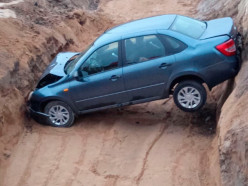 На трассе возле заправки «в Маглышах» водитель вылетел в яму дорожников